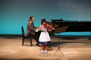 バイオリンの生徒さん。長い曲でしたが、集中して頑張りました。